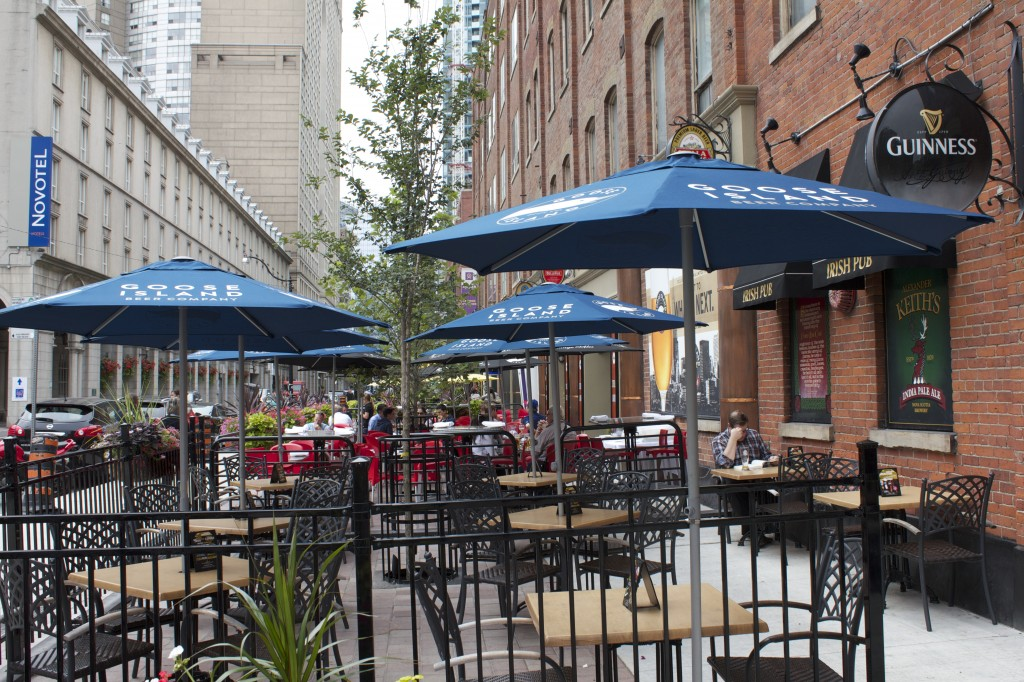 Downtown-Toronto-Homes-L-Tower-Surrounding-Area-Pub-Patio