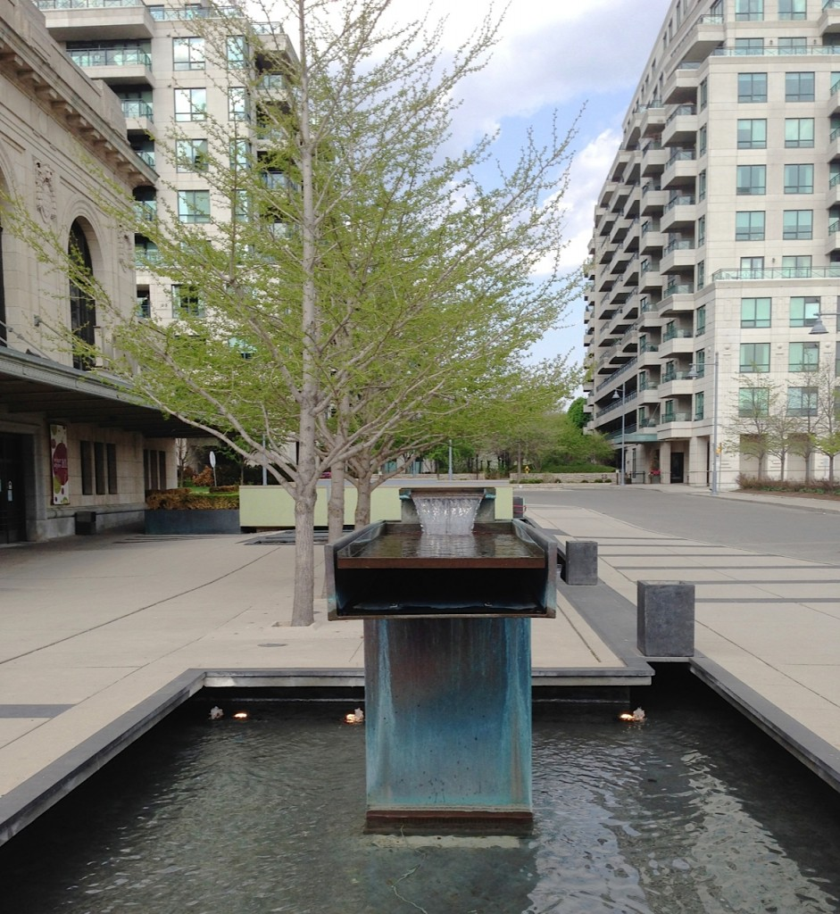 Tipping Water Fountaint - Downtown toronto Homes - Scrivener Park - Summerhill